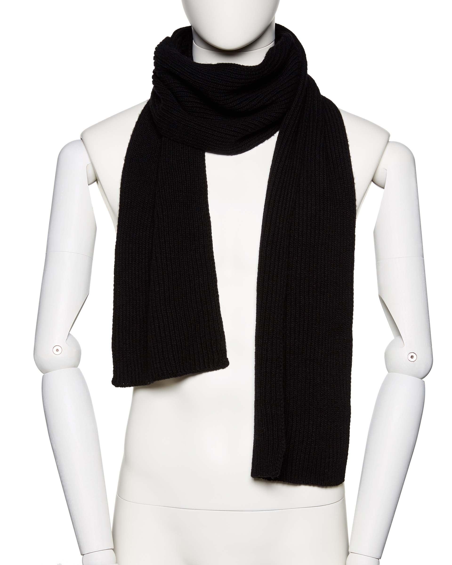 ШарфПлатки и Шарфы<br>Вязаный шарф из шерстяной пряжи. Фактура в рубчик, универсальный размер. Размеры: 180*17 см.<br>Цвет: Черный; Размер: OS;