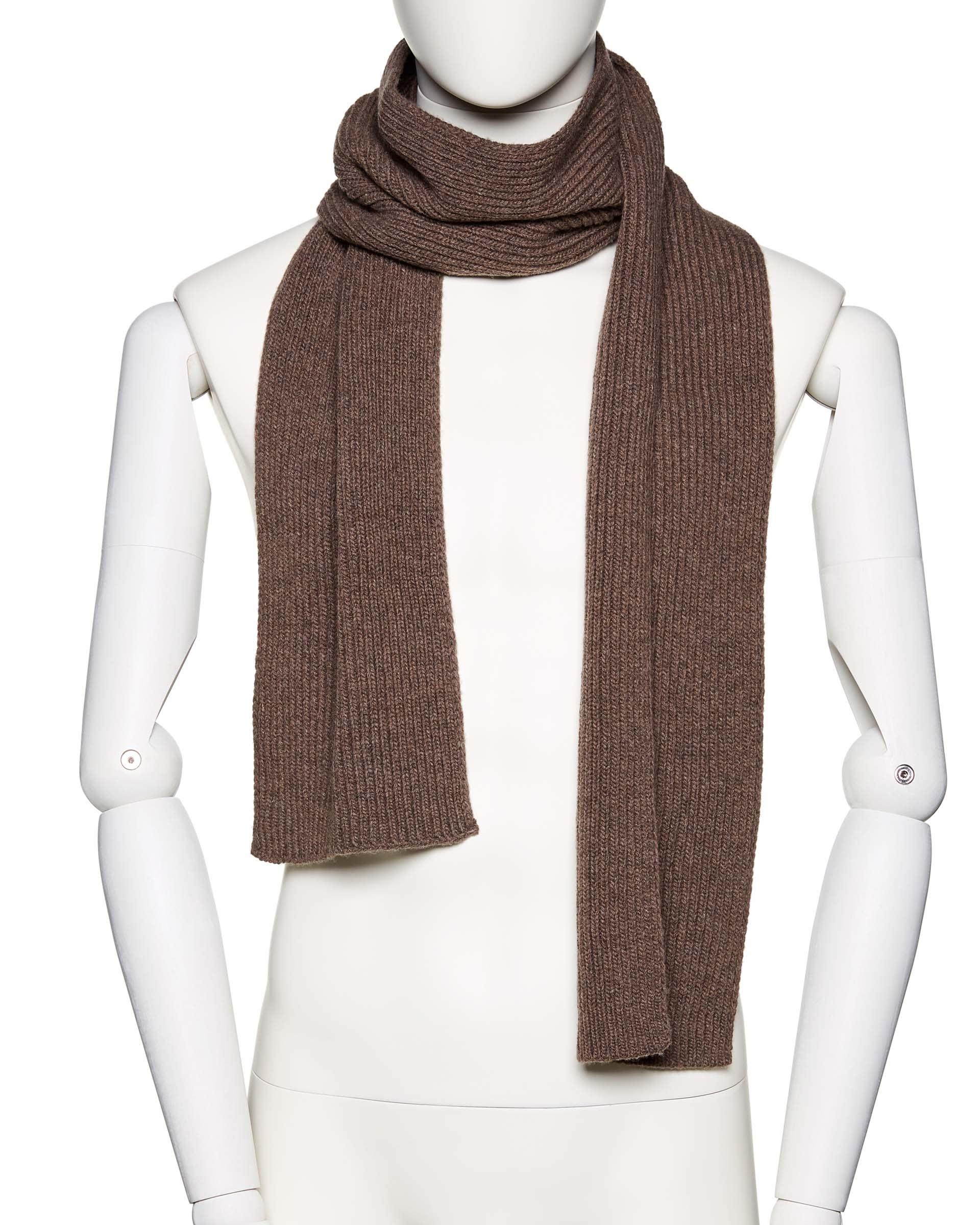 ШарфПлатки и шарфы<br>Вязаный шарф из шерстяной пряжи. Фактура в рубчик, универсальный размер. Размеры: 180*17 см.<br>Цвет: Коричневый; Размер: OS;