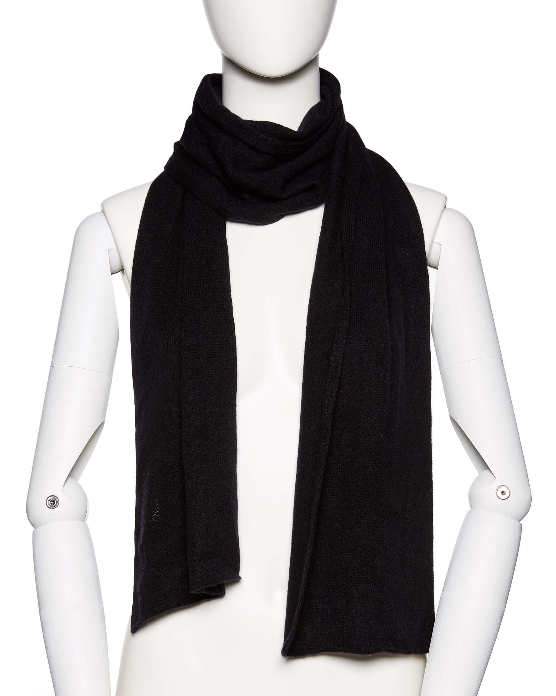 ШарфПлатки и шарфы<br>Шарф из мягкого кашемирового трикотажа. Универсальный размер. Размеры: 160*27 см.<br>Цвет: Черный; Размер: OS;