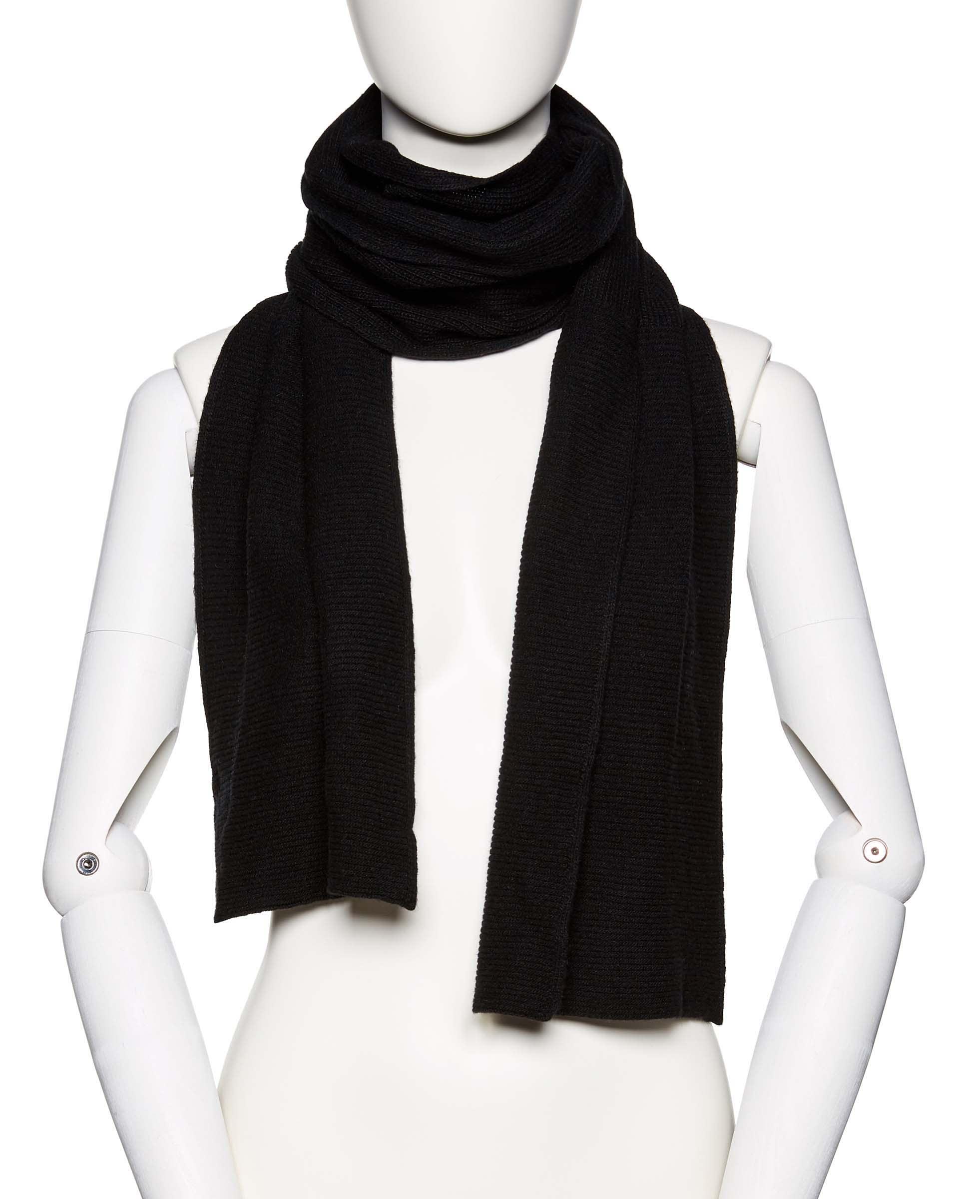 ШарфПлатки и Шарфы<br>Вязаный шарф из полушерстяной пряжи. Фактура в рубчик, универсальный размер. Размеры: 190*27 см.<br>Цвет: Черный; Размер: OS;