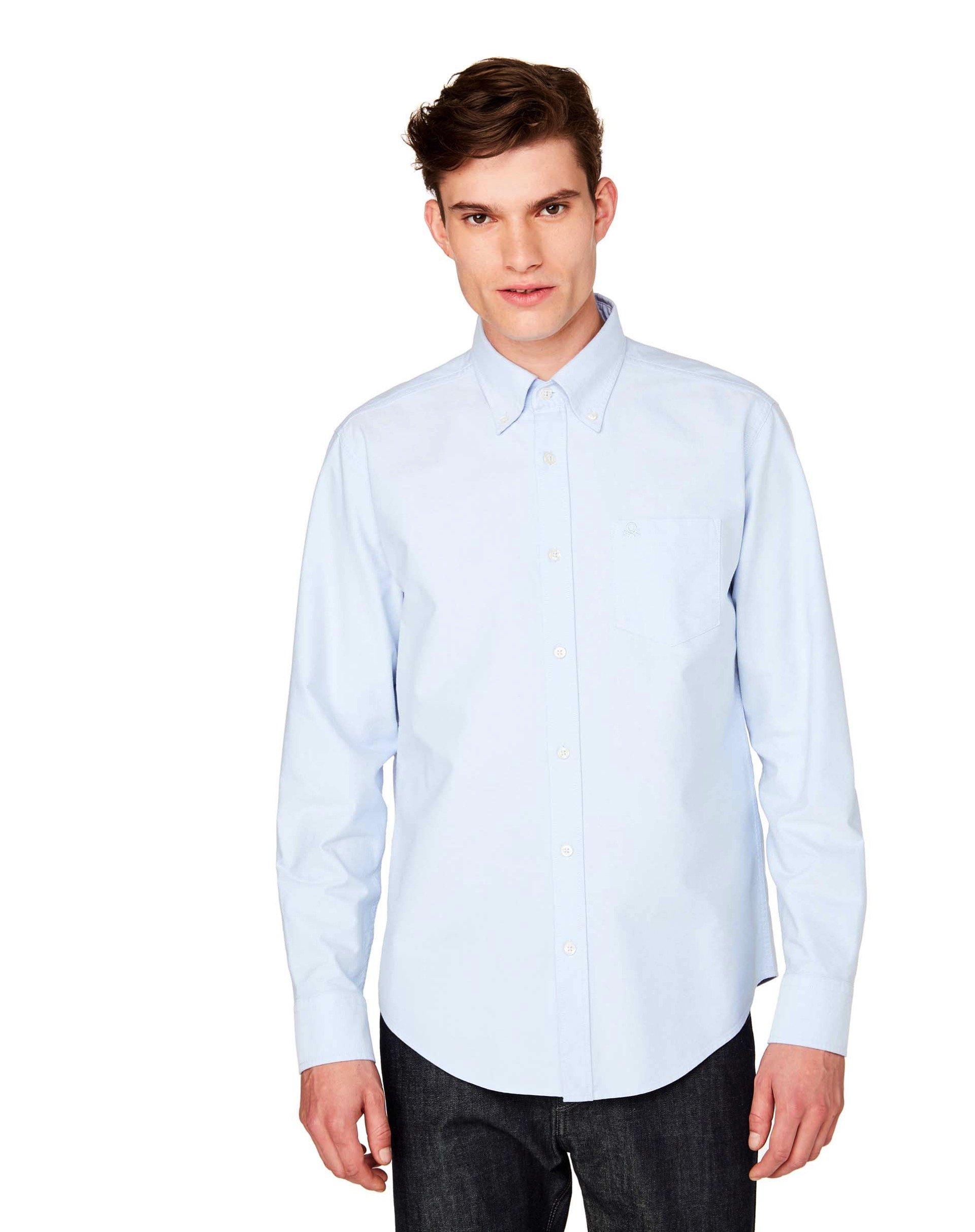 РубашкаКлассические<br>Рубашка с длинным рукавом из 100% хлопка Оксфорд, с итальянским воротничком и застежкой на пуговицы. Вышитый логотип Benetton на кармашке слева на груди, округленный низ и кокетка сзади. Посадка регулар.<br>Цвет: Голубой; Размер: XS;